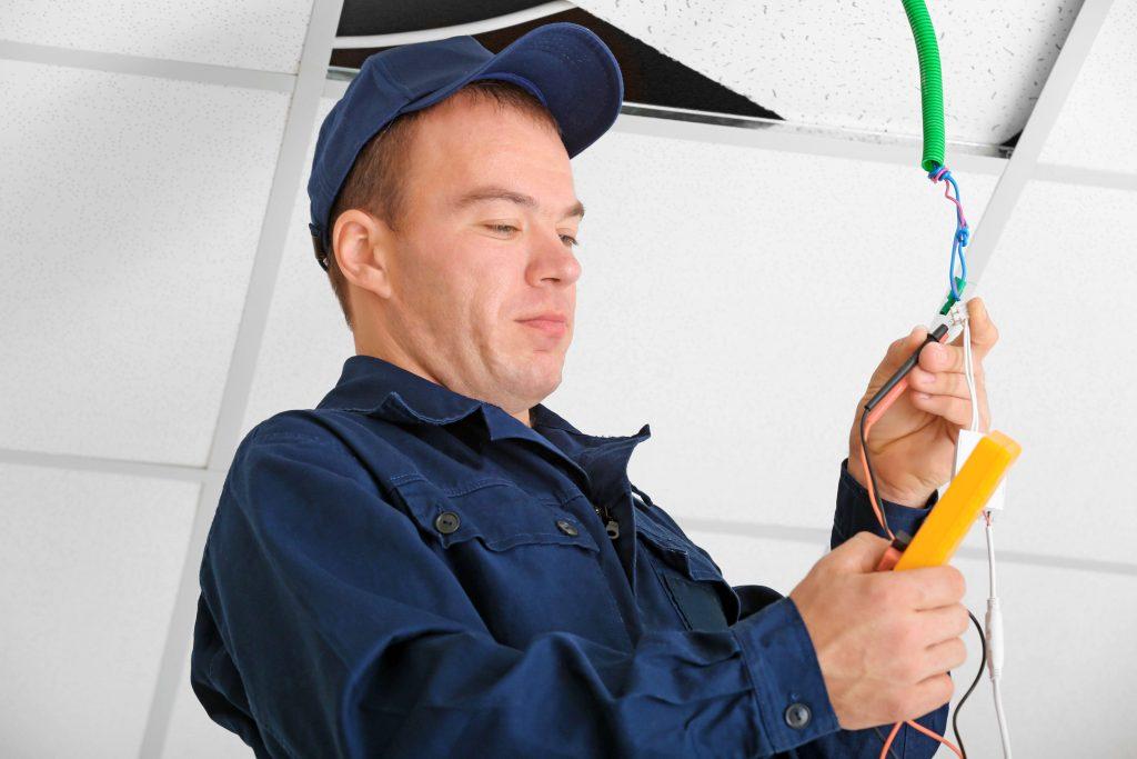 Adelec intervient dans la rénovation électrique.